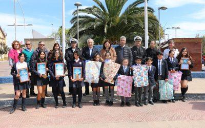 CALDERA PREMIO A ESTUDIANTES GANADORES DEL CONCURSO MAR DE PLÁSTICO